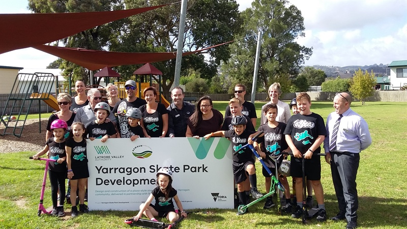 Harriet Shing MP and Mayor Gauci with an excited Yarragon community following the funding announcement
