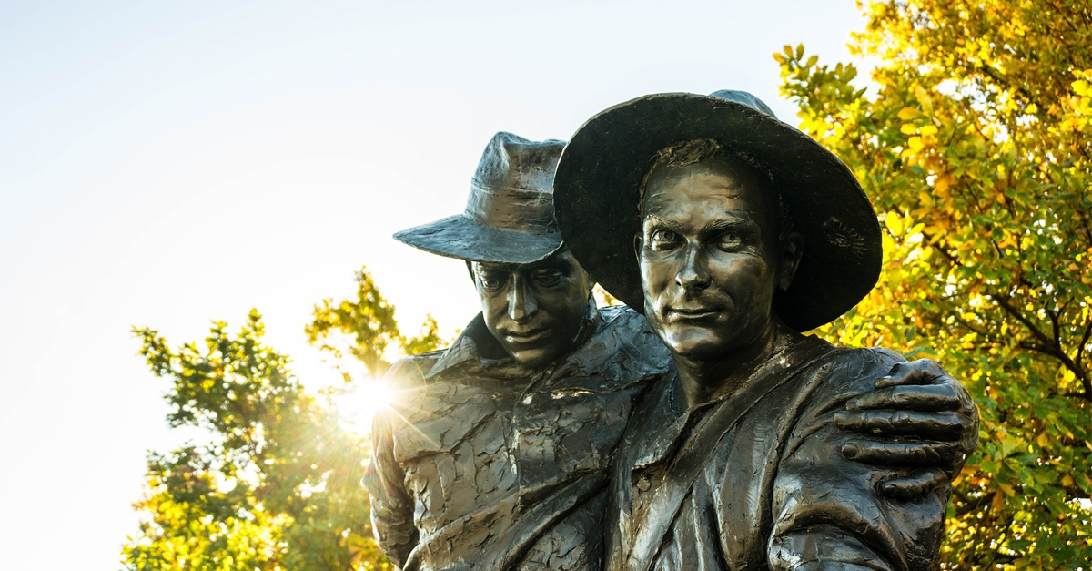 Photograph of sculpture of two ANZAC soldiers, one carrying the other